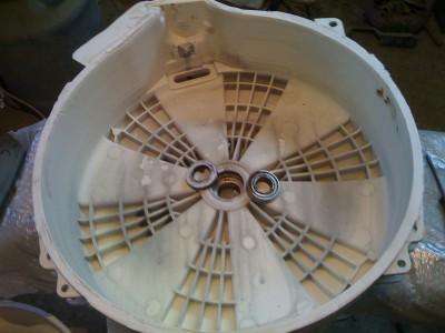 Самостоятельная разборка бака стиральной машины.
