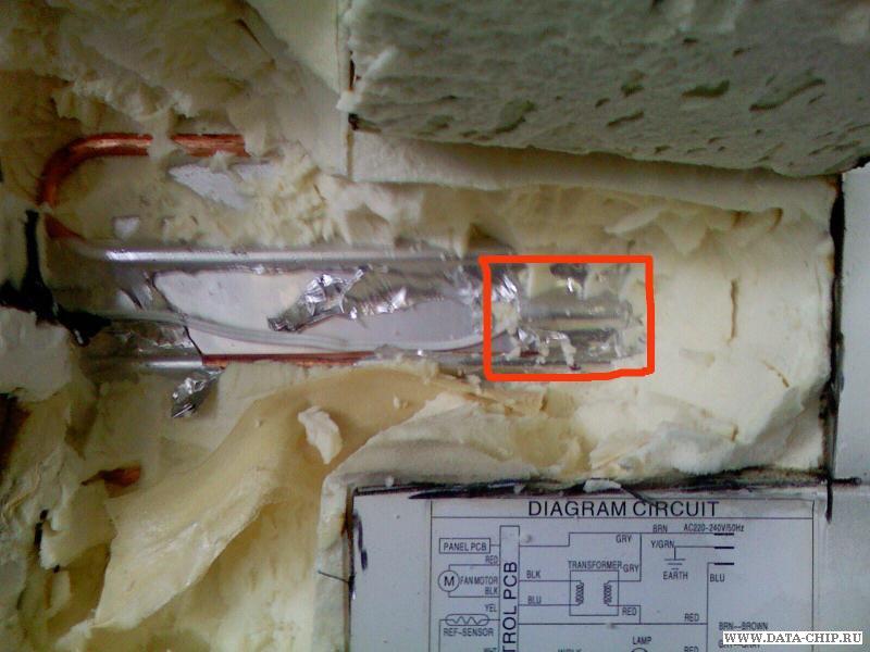 задней стенке холодильника